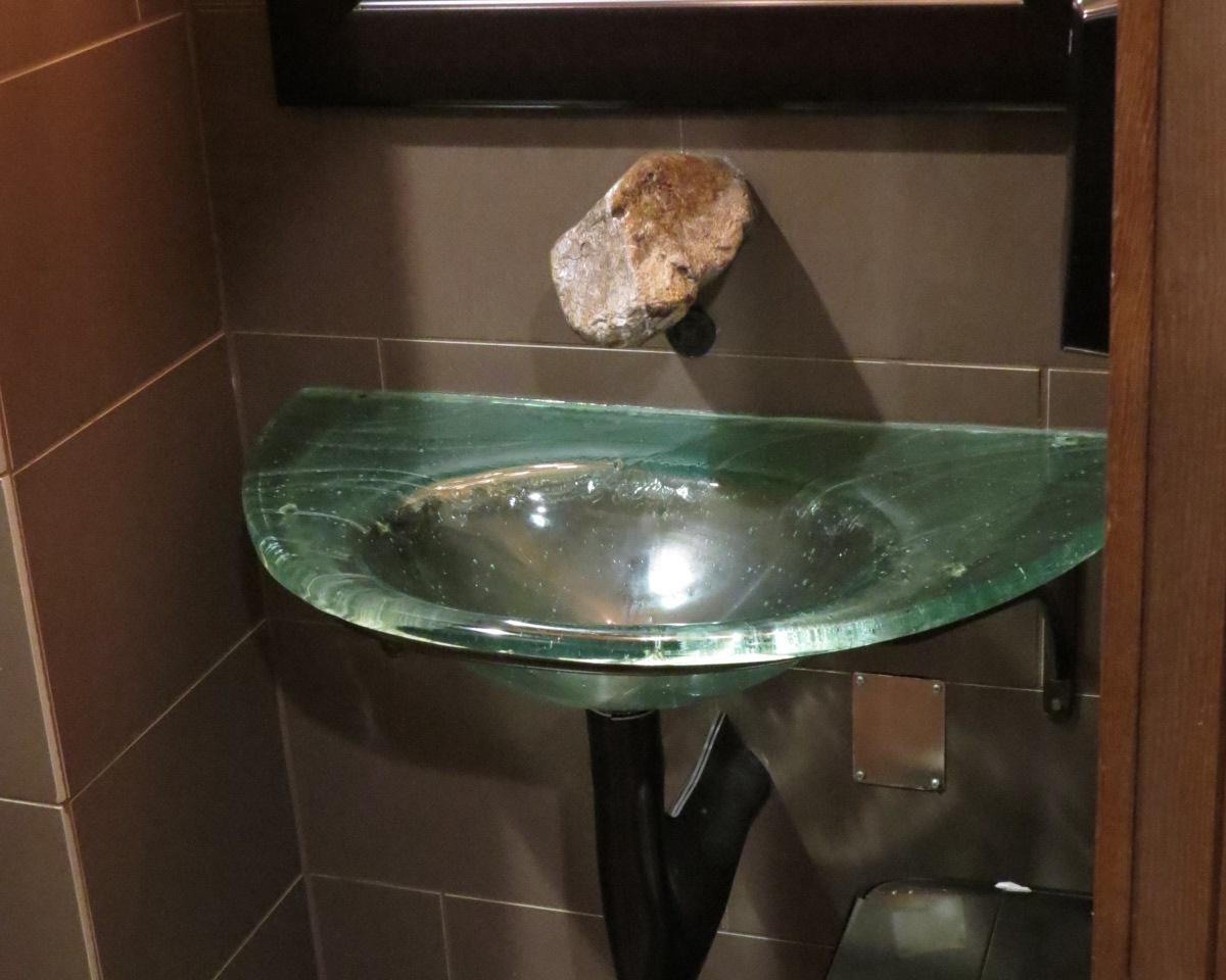 washbasin at Naturo Medica clinic