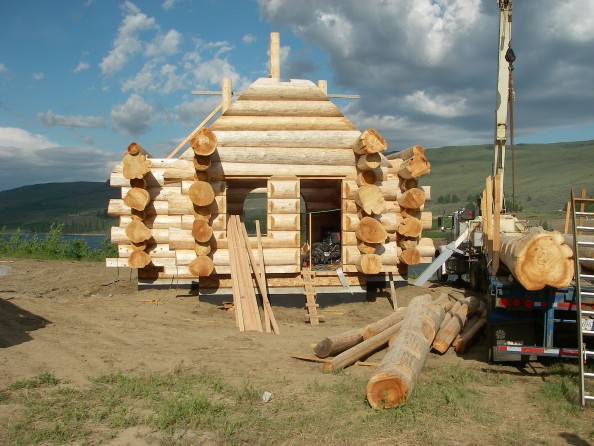 Front view of a log home construction in progress